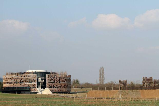 Un MuseoParc a ouvert en 2012 sur le site de la bataille d'Alésia à Alise-Sainte-Reine