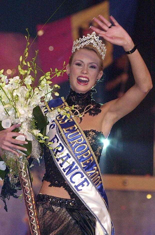 Elodie Gossuin lors de son élection à Miss Europe en décembre 2001