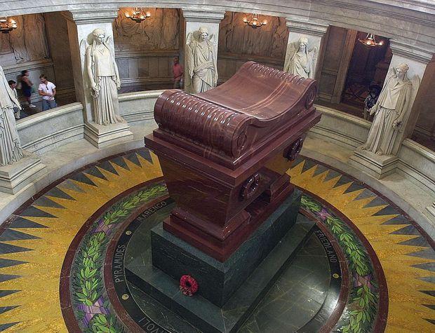 Le tombeau de Napoléon aux Invalides, le 16 août 2002