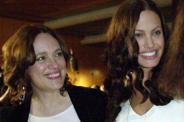 Marcheline Bertrand et Angelina Jolie en 2001