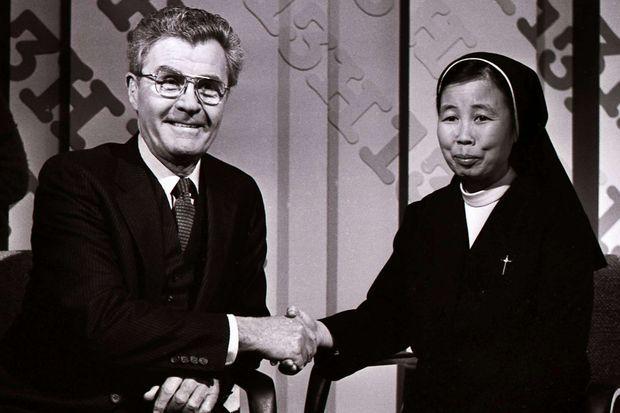 Paul Tibbets avait rencontré une des survivantes du bombardement d'Hiroshima, soeur Nobuko qui avait 14 ans au moment des faits.