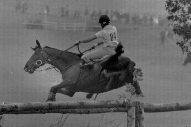 Goodwill entraîne la princesse Anne dans sa chute au 19e obstacle du cross-country lors des JO de Montréal, le 24 juillet 1976