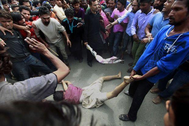 Deux personnes ont été lynchées.