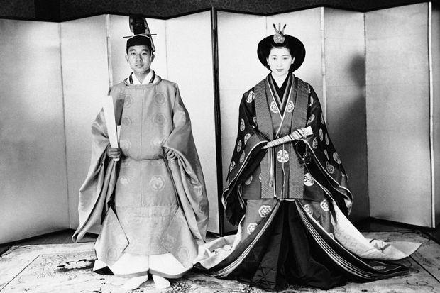 Le prince Akihito du Japon et Michiko Shoda lors de leur mariage le 10 avril 1959