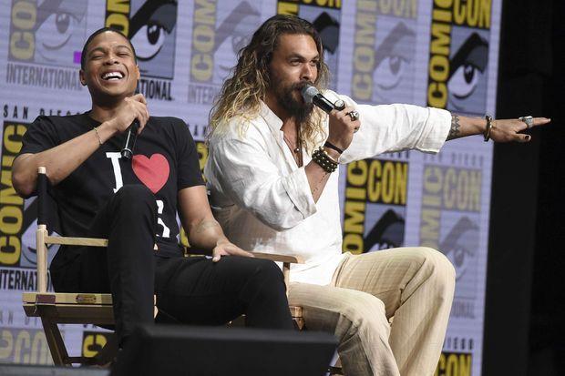 """Ray Fisher et Jason Momoa au Comic-Con de San Diego en juillet 2017 pour """"Justice League"""". Le film est sorti en novembre de la même année."""