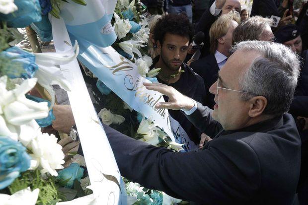 Claudio Lotito a déposé une gerbe de fleurs à la synagogue de Rome, le 24 octobre 2017