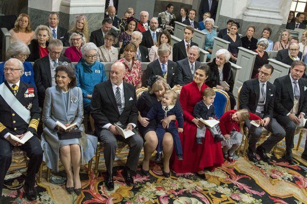 La comtesse Dagmar von Arbin, née Bernadotte (au 3e rang, 2e à gauche), avec la famille royale de Suède le 1er décembre 2017 lors du baptême du prince Gabriel