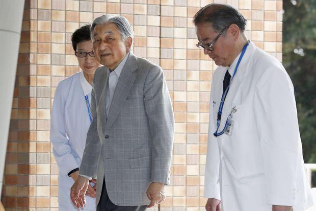 L'ex-empereur Akihito du Japon rend visite à sa femme à l'hôpital à Tokyo, le 8 septembre 2019