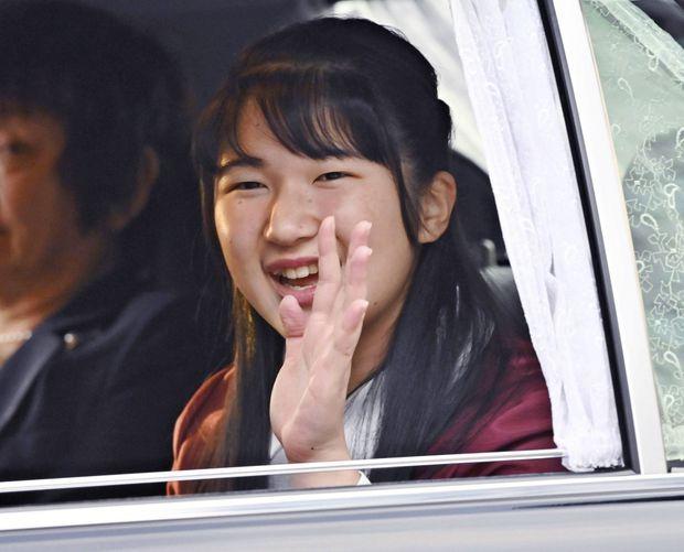 La princesse Aiko du Japon se rend au Palais impérial de Tokyo le 1er décembre 2019, jour de ses 18 ans, pour y rencontrer l'empereur Naruhito et l'impératrice Masako, ses parents
