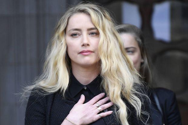 """Amber Heard devant le tribunal de Londres en juillet 2020 à la fin du procès opposant le tabloïd """"The Sun"""" et Johnny Depp"""