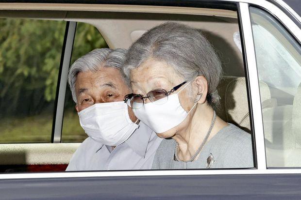 L'ex-impératrice du Japon Michiko, avec l'ex-empereur Akihito, le 11 septembre 2020 à Tokyo lors d'une sortie pour aller à l'hôpital