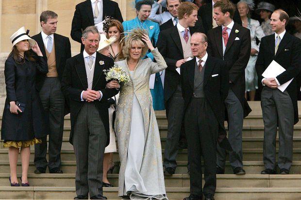 Le prince Philip aux côtés du prince Charles et de Camilla Parker Bowles, le 9 avril 2005 lors de leur mariage