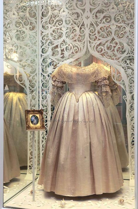La robe de mariée de la reine Victoria à Kensington palace en 2012