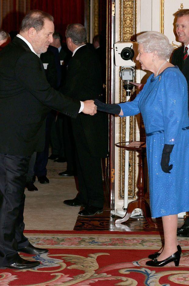 Harvey Weinstein et la reine lors d'une réception pour les arts à Buckingham Palace en 2014