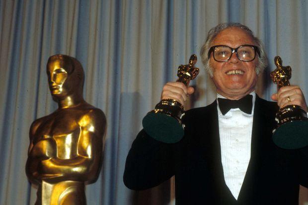 Richard Attenborough, avec ses deux Oscars.
