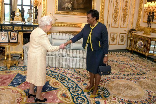 La reine Elizabeth II reçoit en audience au château de Windsor Sandra Mason, gouverneure générale de La Barbade, le 28 mars 2018