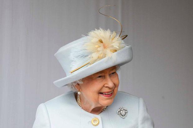 La reine Elizabeth II portait sa broche Cullinan V au mariage de sa petite-fille, la princesse Eugenie d'York, le 12 octobre 2018