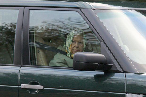 La reine Elizabeth II au volant près de son domaine de Sandringham, le 22 janvier 2019