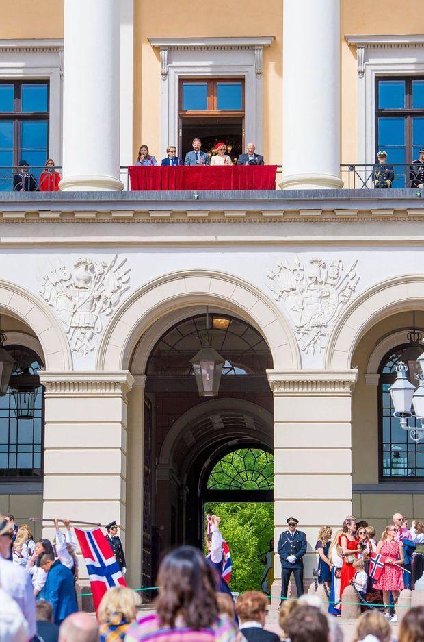 La famille royale de Norvège au balcon du Palais royal d'Oslo, le jour de la Fête nationale le 17 novembre 2019