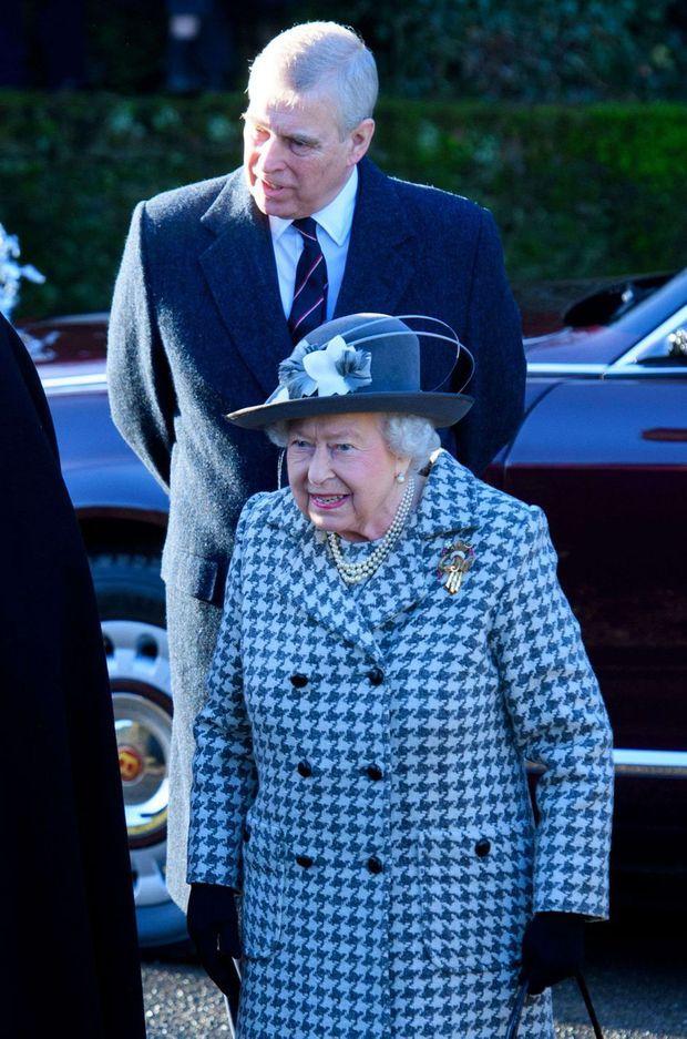 Le prince Andrew avec sa mère la reine Elizabeth II à Sandringham, le 19 janvier 2020