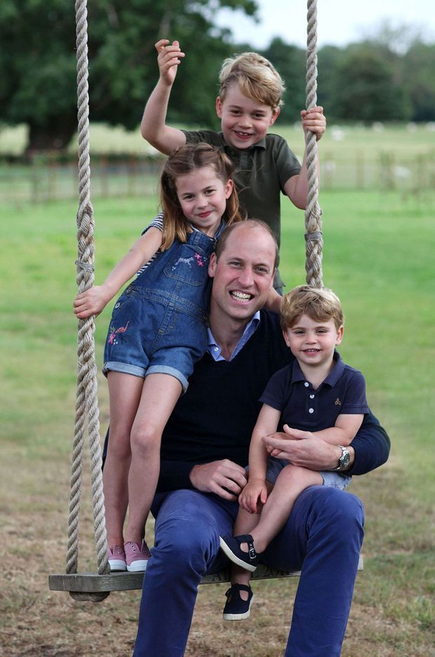 Le prince William avec ses enfants Louis, Charlotte et George, photo capturée par Kate en juin 2020
