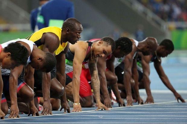 Usain Bolt aligné au départ de la demi finale du 100 mètres, aux JO de Rio