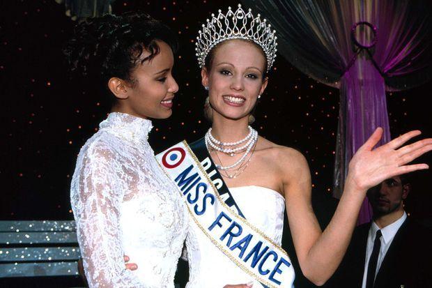 Elodie Gossuin avec Sonia Rolland le soir de son élection en décembre 2000