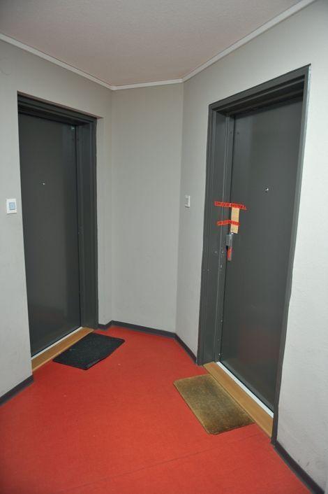 Sixième étage, droite : la porte où elle a sonné début septembre.
