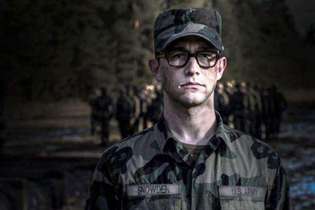 """Joseph Gordon-Levitt dans la peau du """"whistleblower"""" américain : Edward Snowden"""