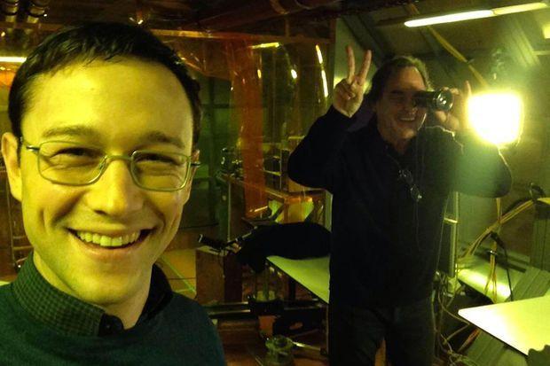 """Selfie de Joseph Gordon-Levitt sur le plateau de """"Snowden"""""""