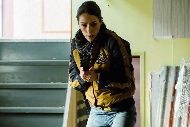 Sofia Essaïdi dans le rôle d'Alice Hadad.
