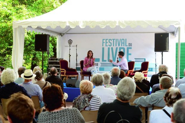 """La journaliste Sonia Mabrouk présente son roman """"Dans son coeur sommeille la vengeance"""" (Ed. Plon) au festival du livre de Nice"""