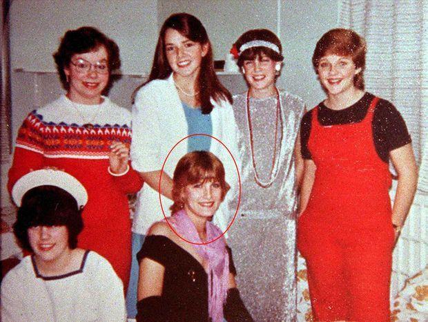 La jeune Sophie Rhys-Jones avec ses amies (photo non-datée).