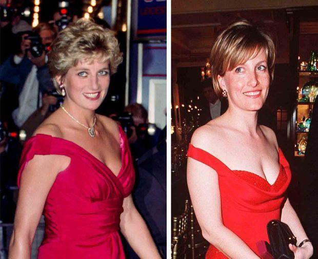 """""""Deux robes longues écarlates avec profonds décolletés drapés. Un même écrin pour deux jeunes femmes radieuses."""" - Paris Match n°2591, 21 janvier 1999. Diana en septembre 1992, Sophie en mars 1996."""