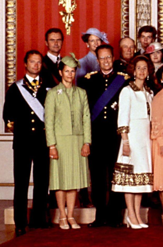 Au 1er rang : le roi Carl XVI Gustaf de Suède et la reine Silvia, le roi des Belges Baudouin et la reine Fabiola. Au 2e rang : le prince consort Henrik et la reine Margrethe II de Danemark, le roi Olaf V de Norvège.
