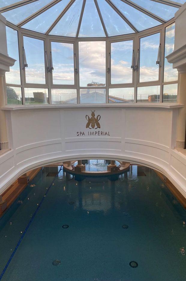 La piscine intérieure de l'Hôtel du Palais, à Biarritz.
