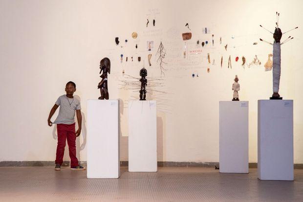 Les statuettes en dessins de l'artiste Thiémoko Diarra.