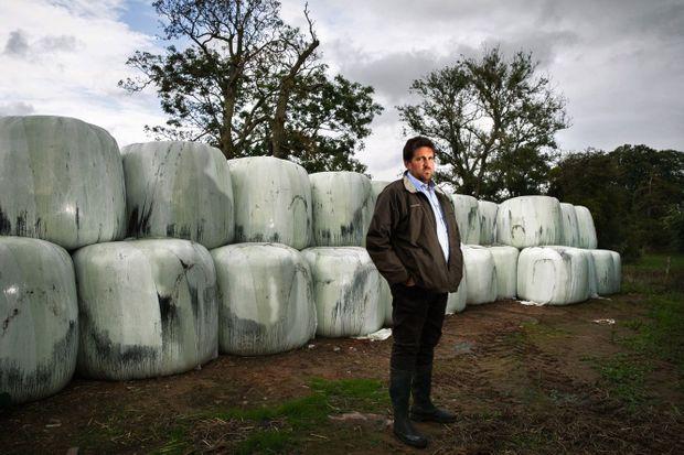STÉPHANE, 41 ANS, ÉLEVEUR ET CÉRÉALIER A Catenay. Il est vice-président de la chambre d'agriculture et premier secrétaire de la FNSEA 76. Ses 2 000 litres de lait (une perte de près de 800 euros par jour) et ses 150 hectares de cultures et de pâturages sont inexploitables pour l'instant.