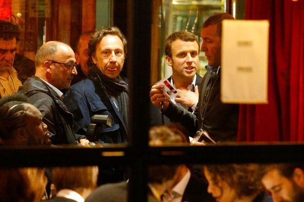 Stéphane Bern et Emmanuel Macron à la Rotonde, le 23 avril 2017.