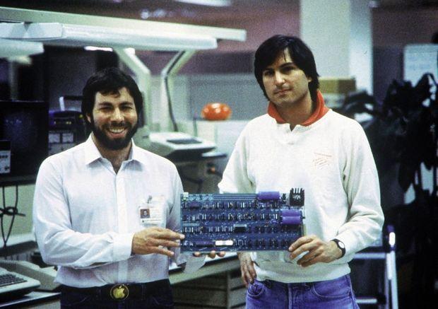 Steve Jobs (à dr.) et Steve Wozniak, dans les locaux de Mountain View, Californie, en 1978.