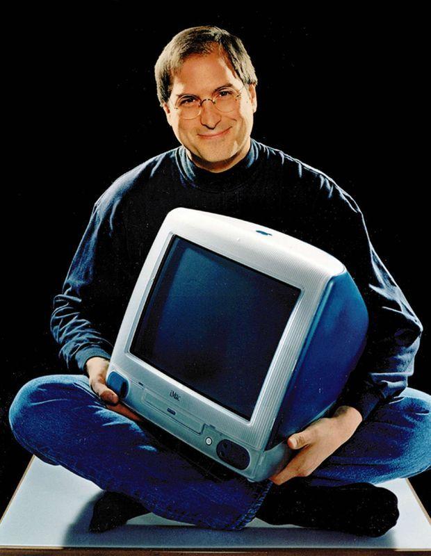 En 1998, l'iMac signe le retour de Jobs chez Apple. Ces ordinateurs tout-en-un aux formes rebondies et couleurs acidulées vont relancer la marque, qui a failli péricliter.