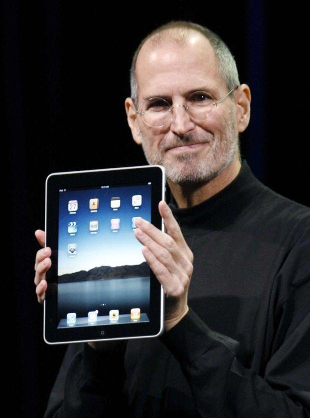 En 2010, Steve Jobs présente l'iPad, un objet dont personne n'avait besoin, mais que tout le monde s'arrache.