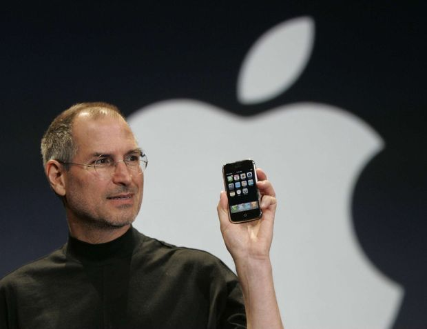 En 2001, l'iPod avait révolutionné la consommation de musique. En 2007, l'iPhone en fait autant avec la téléphonie.