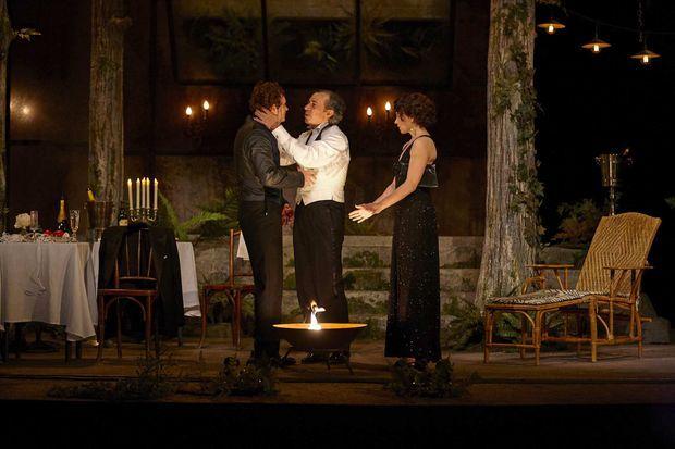 «Un heureux stratagème», sur la scène du théâtre Edouard VII.