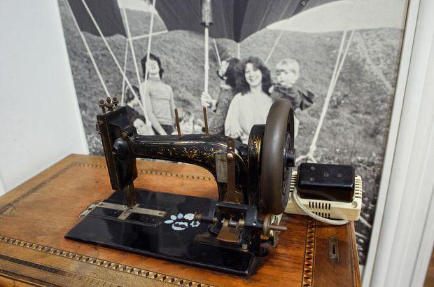 La machine à coudre utilisée pour la confection du ballon qui a permis la fuite des familles Strelzyk et Wetzel le 16 septembre 1979, au Musée du Mur de Berlin, à Berlin en septembre 2019.