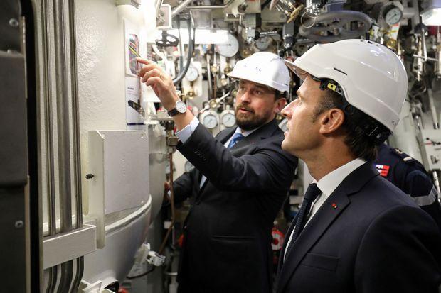 Emmanuel Macron à bord du Suffren.