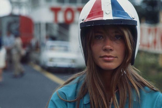 Sur le tournage de « Grand Prix », de John Frankenheimer. Elle incarne une hippie amoureuse d'un pilote de course. Août 1966.