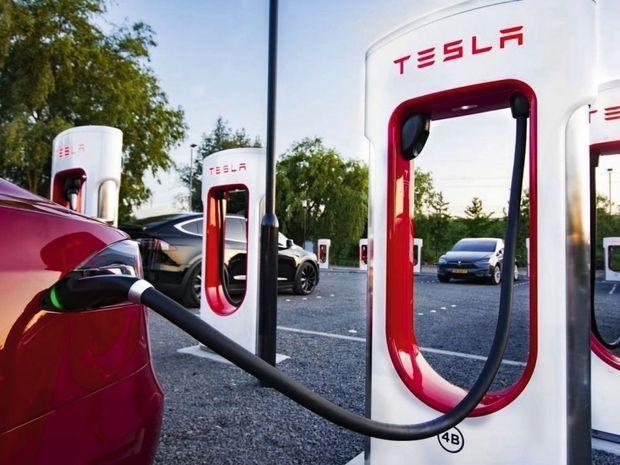 Sur un superchargeur Tesla, la « 3 » recouvre 270 kilomètres d'autonomie en trente minutes. On en compte 70 actuellement sur notre territoire.