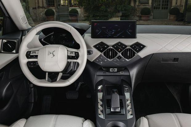 Joliment aménagé, richement doté et intelligemment connecté, ce SUV « zéro émission » fait payer cher son exclusivité.