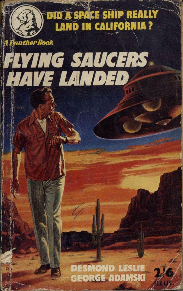 """La couverture des """"Soucoupes volantes ont atterri"""", le best-seller d'Adamski avec sa célèbre soucoupe vénusienne."""